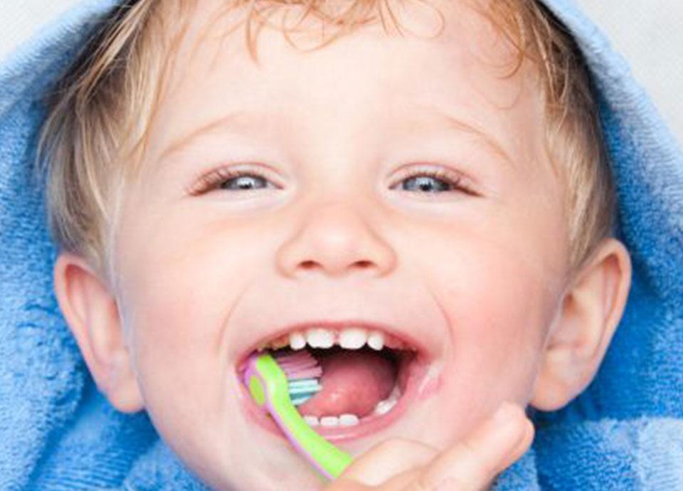 Kariesvorsorge fängt schon im Kindesalter an. Wir beraten Sie gerne